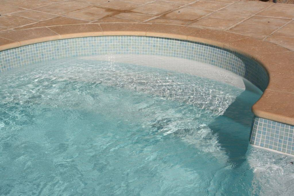 Bandeau En émaux De Verre Sur La Ligne Deau De Votre Piscine - Emaux de verre pour piscine