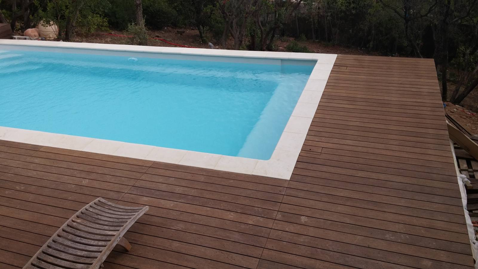 R alisation cavalaire 83240 piscine coque polyster for Piscine coque polyester grise