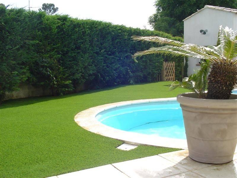 le gazon synth tique aux abords de votre piscine alliance piscines. Black Bedroom Furniture Sets. Home Design Ideas