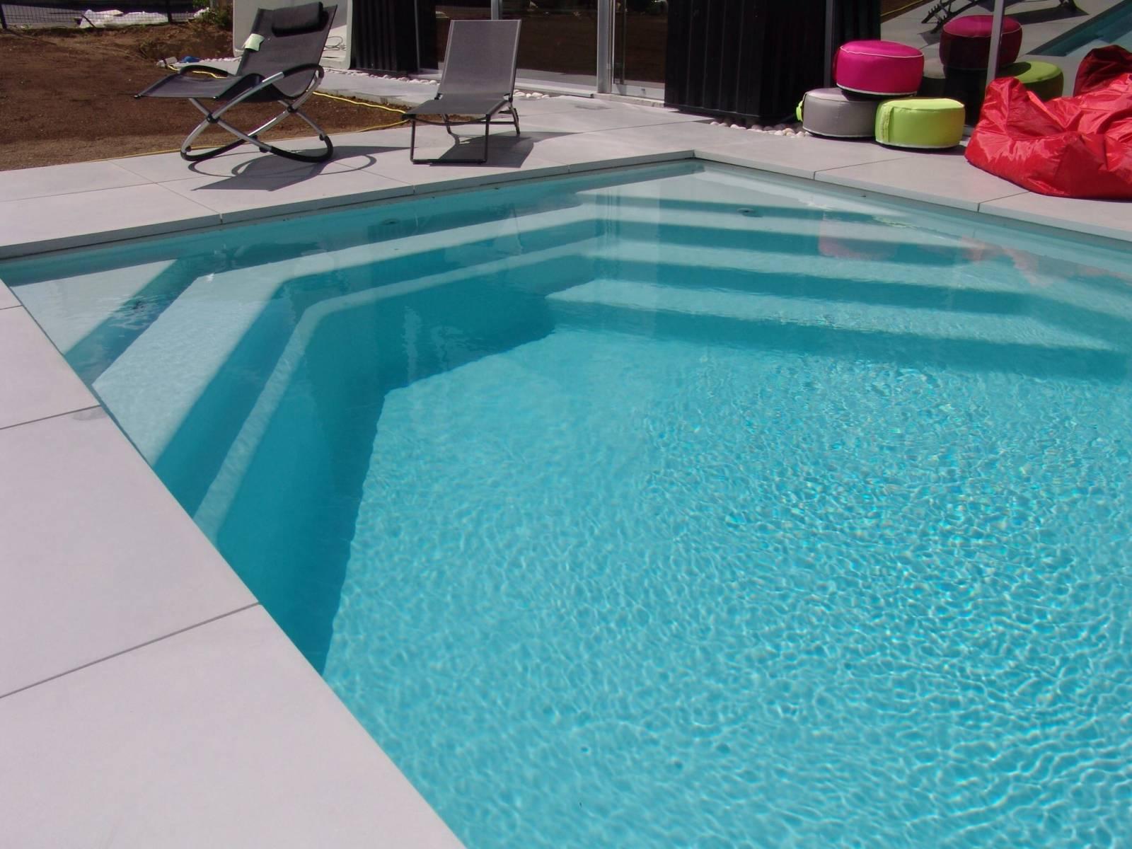 Piscine coque polyester rectangulaire fond plat mod le for Accessoire piscine 62