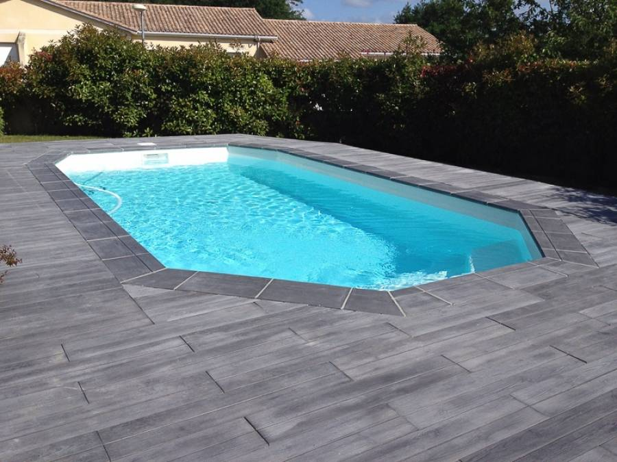 Piscine coque polyester fond inclin cristal alliance for Piscine alliance
