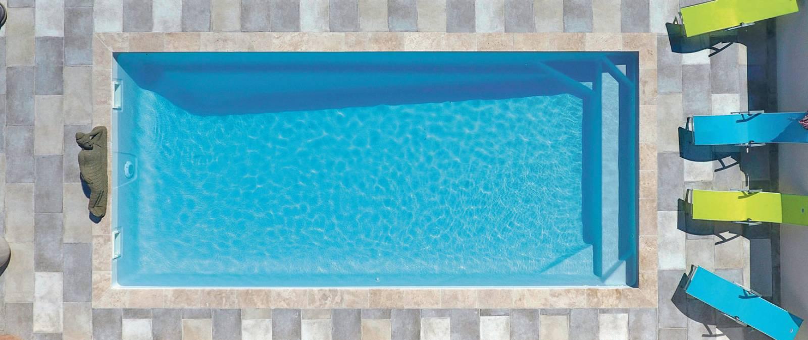 piscine rectangulaire fond inclin kryptonite 8 coque polyester alliance piscines de 8 00m x. Black Bedroom Furniture Sets. Home Design Ideas