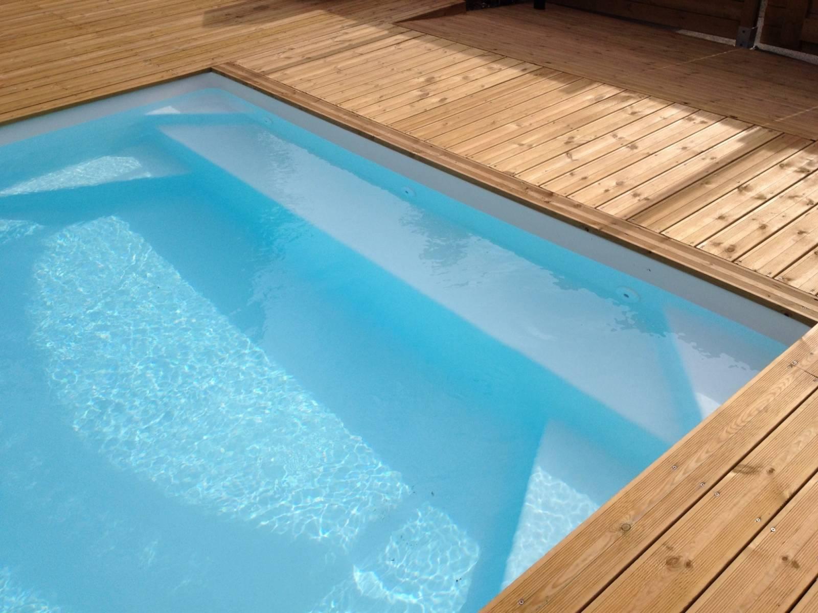 Coque polyester rectangulaire kryptonite 7 piscine fond for Alliance piscine