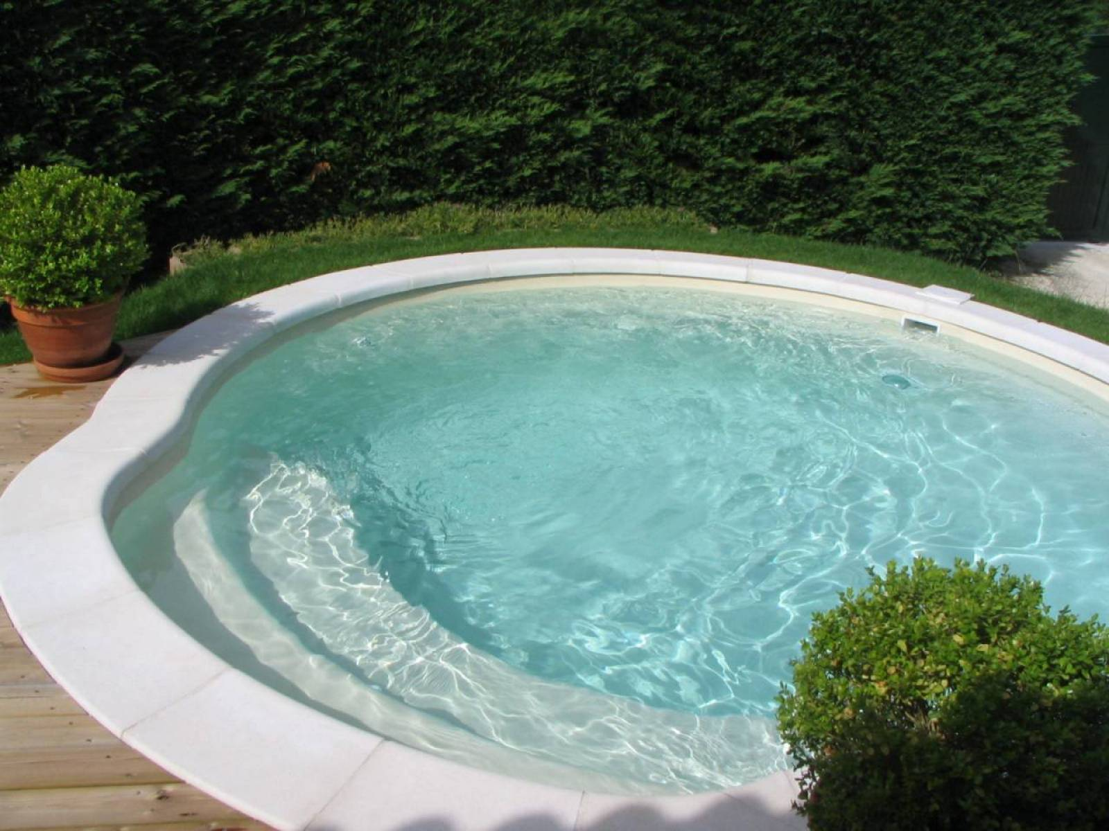 Piscine coque polyester fond plat nacre alliance for Piscine coque polyester grise