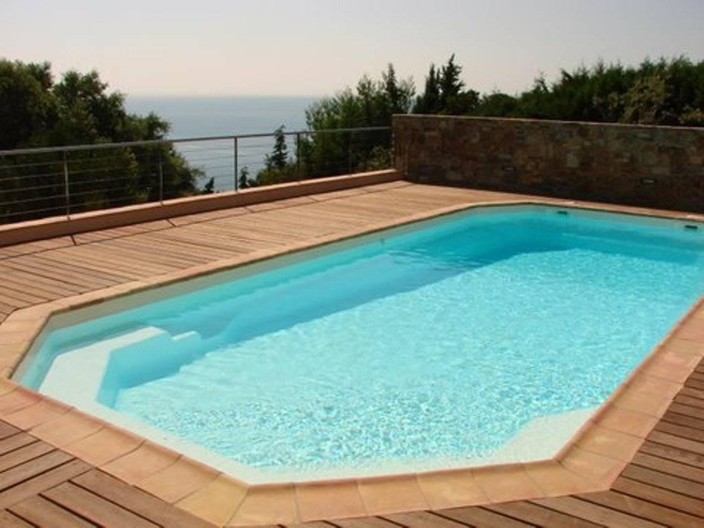 Installation d 39 une piscine coque polyester alliance for Installation d une piscine