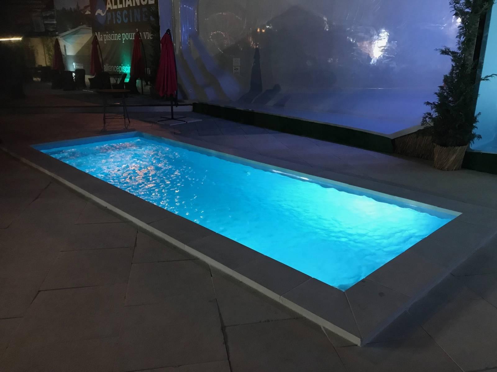 Prix D Un Couloir De Nage couloir de nage piscine rectangulaire à fond plat, coque