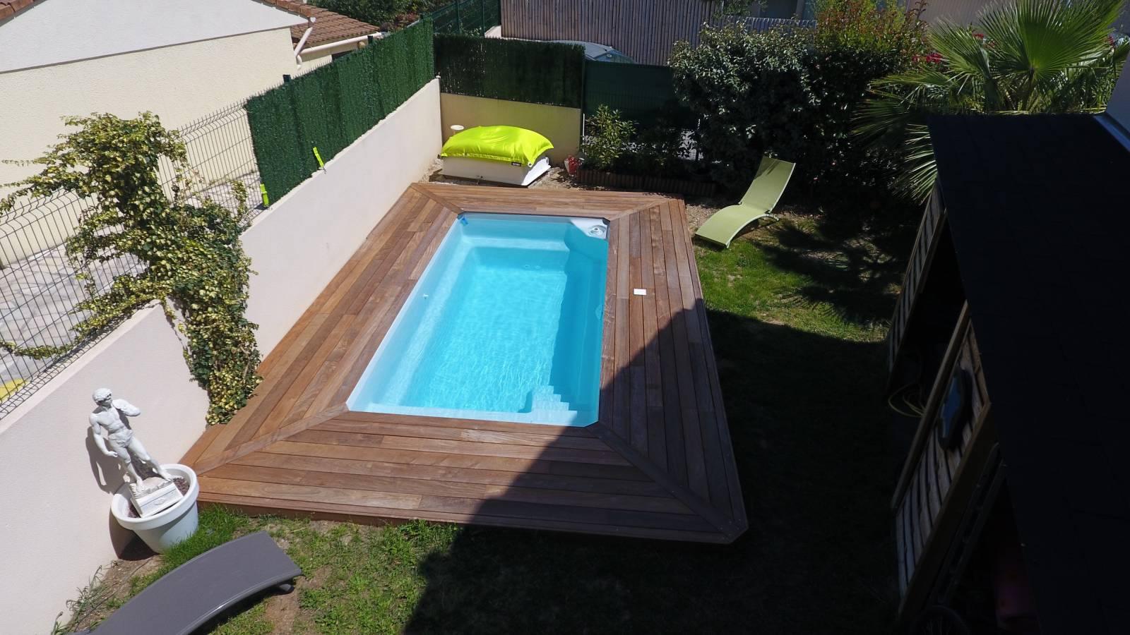 Petite piscine de moins de 10 m coque polyester alliance for Accessoires piscine 54