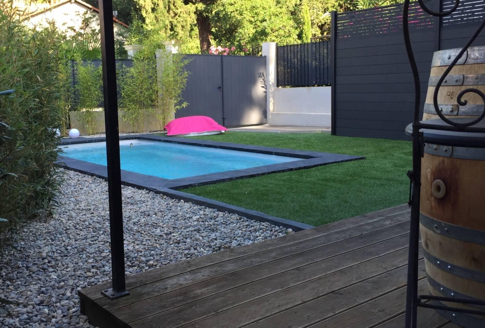 Petite piscine de moins de 10 m coque polyester alliance for Petite coque piscine polyester