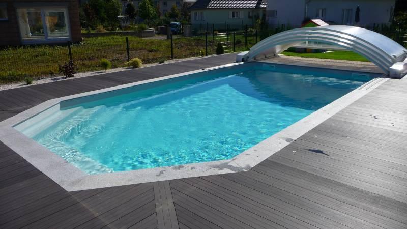 Piscine coque grise piscine digne les bains with piscine for Piscine coque carre