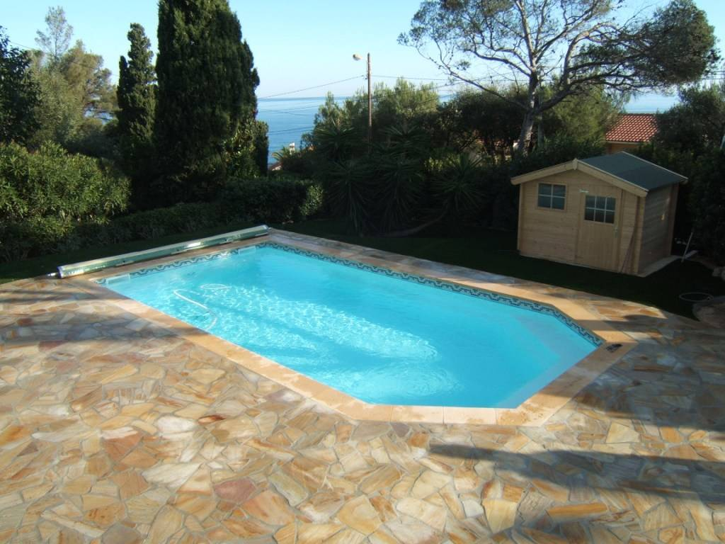Piscine coque polyster alliance piscines mod le tanzanite for Piscine coque fond plat