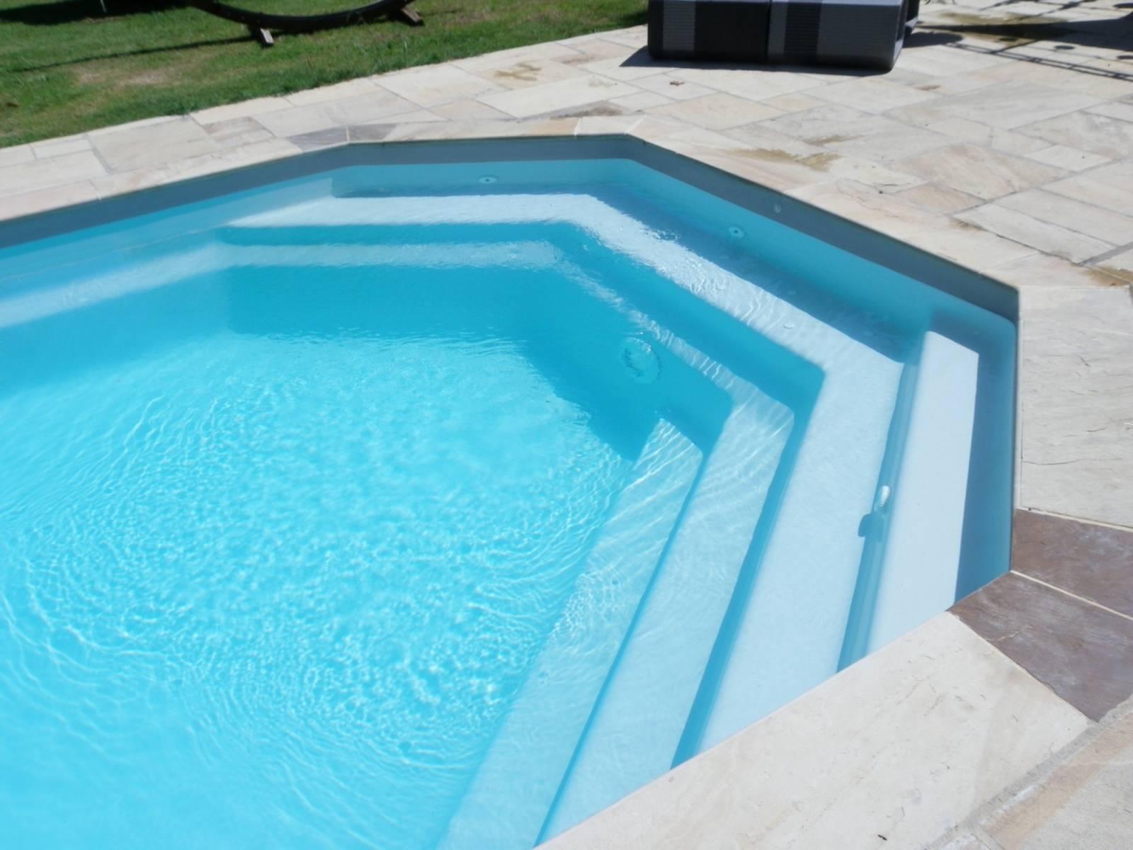 Piscine coque polyster alliance piscines mod le tanzanite for Piscine coque alliance